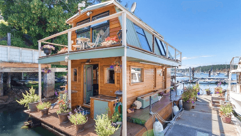 Houseboats are Heavenly • We Love Retirement